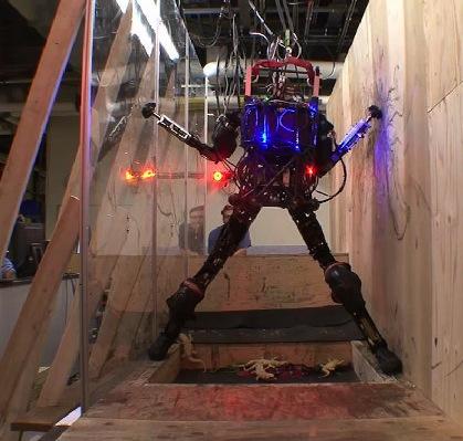 L'Atlas Robot della Boston Dynamics muove i primi passi