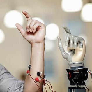 Un braccio robotico controllato dalla mente? Ci siamo