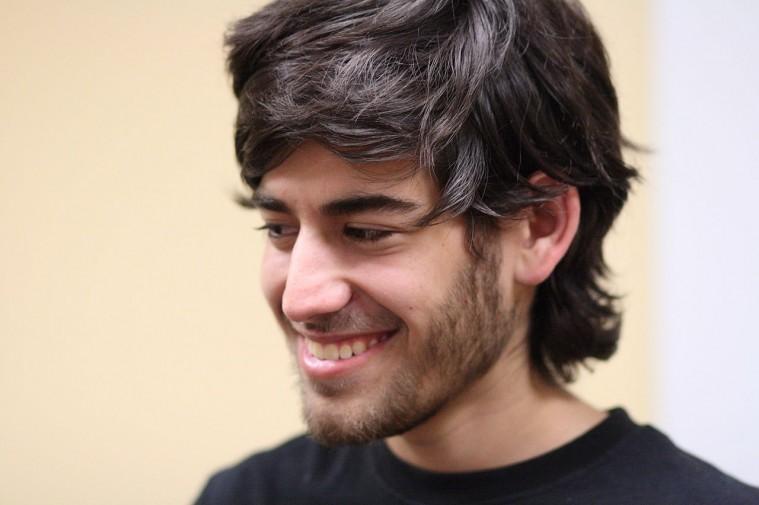 Aaron_Swartz_2_at_Boston_Wikipedia_Meetup,_2009-08-18_
