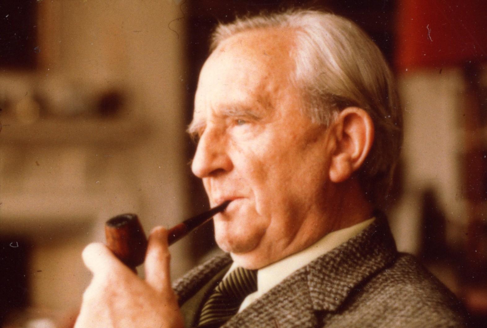 Il papà di tutti i nerd compie 121 anni: buon compleanno J.R.R. Tolkien