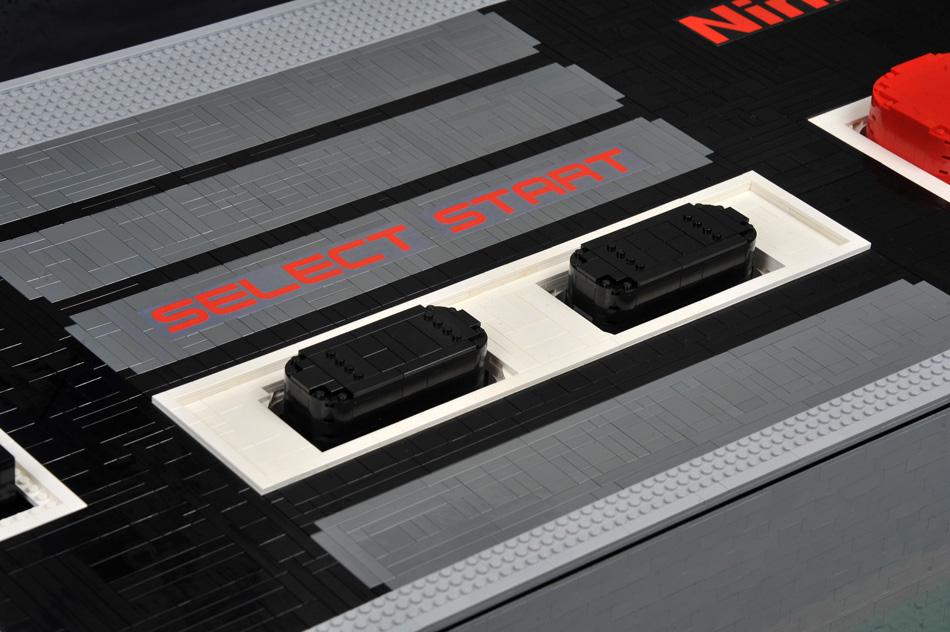 Controller NES gigante di LEGO