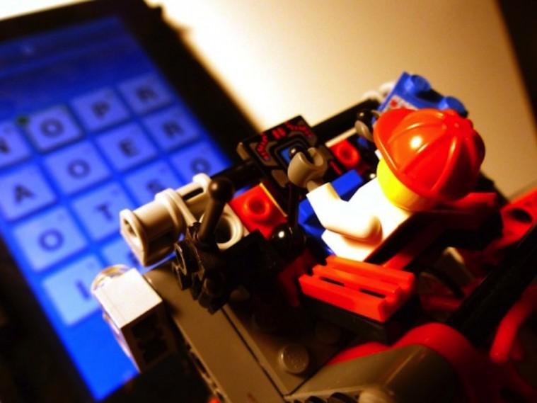 Lego Vs. Ruzzle: retroscena della nascita di un robot
