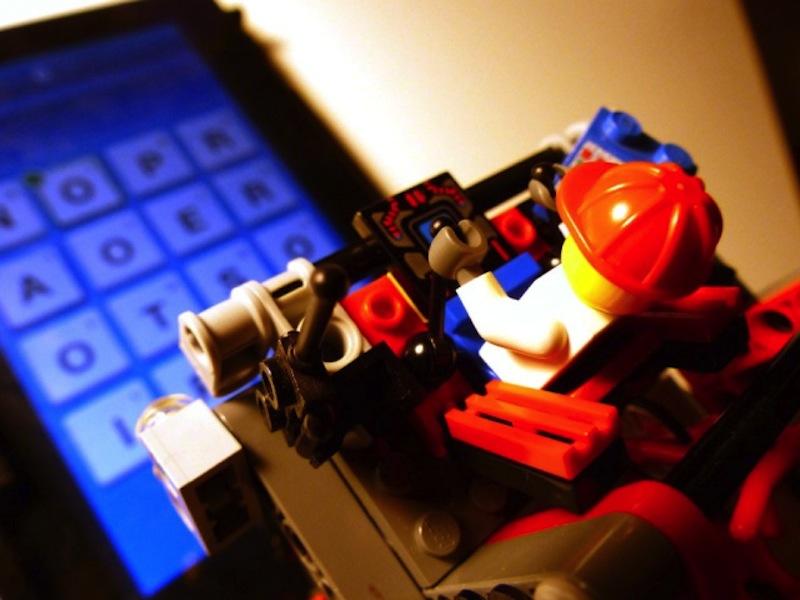 Lego plays Ruzzle: retroscena della nascita di un robot