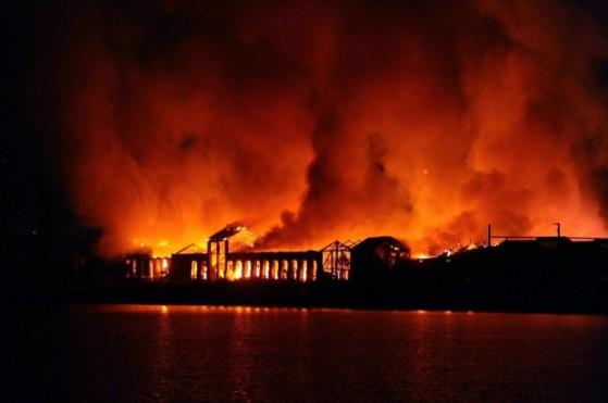 La città della scienza in fiamme
