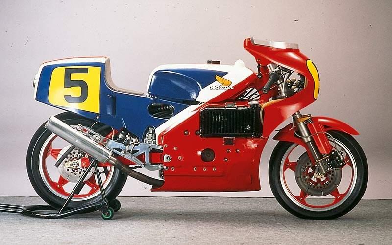 Honda NR: la storia del motore a pistoni ovali