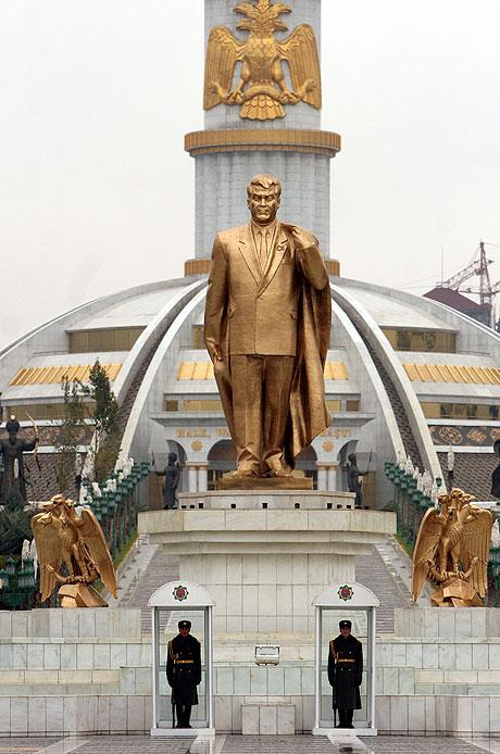 Sparmyrat Niyazov, l'improbabile condottiero del Turkmenistan