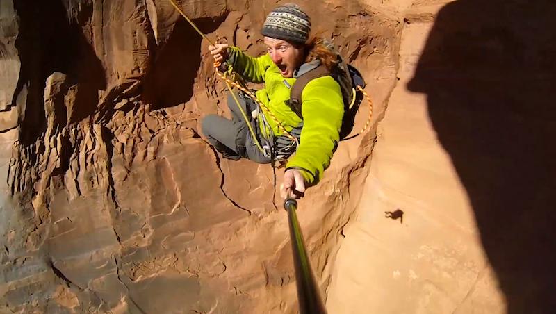 In altalena dentro un canyon gigantesco