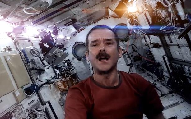 Space Oddity rifatta da Chris Hadfield è il primo videoclip girato nello spazio