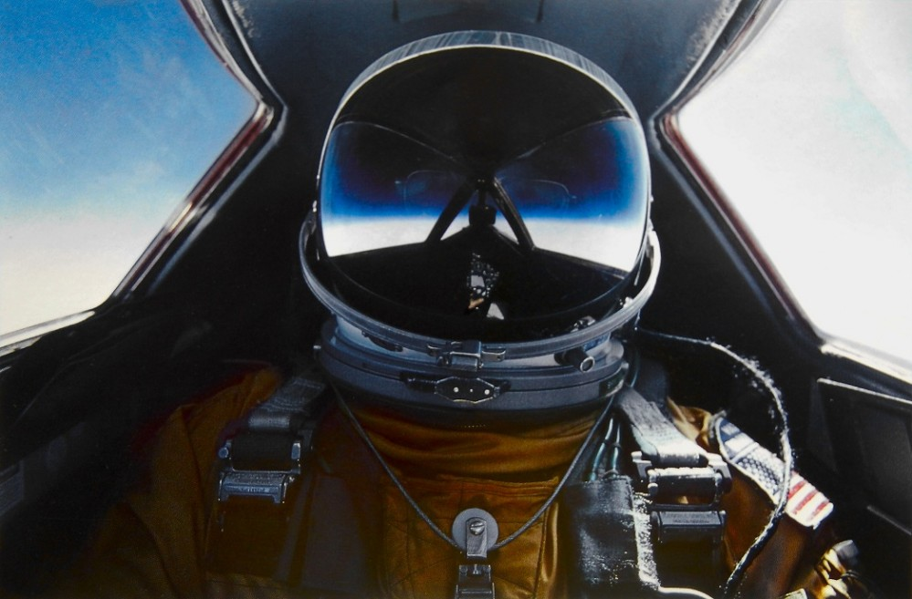 Brian_Shul_in_the_cockpit_of_the_SR-71_Blackbird (piccola)