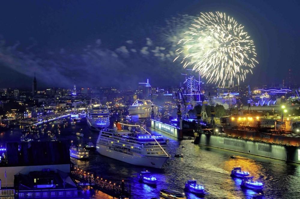 Hamburg-Cruise-Days_Auslaufparade_Fotonachweis-Dirk-Rußmann-bcs-media_kl