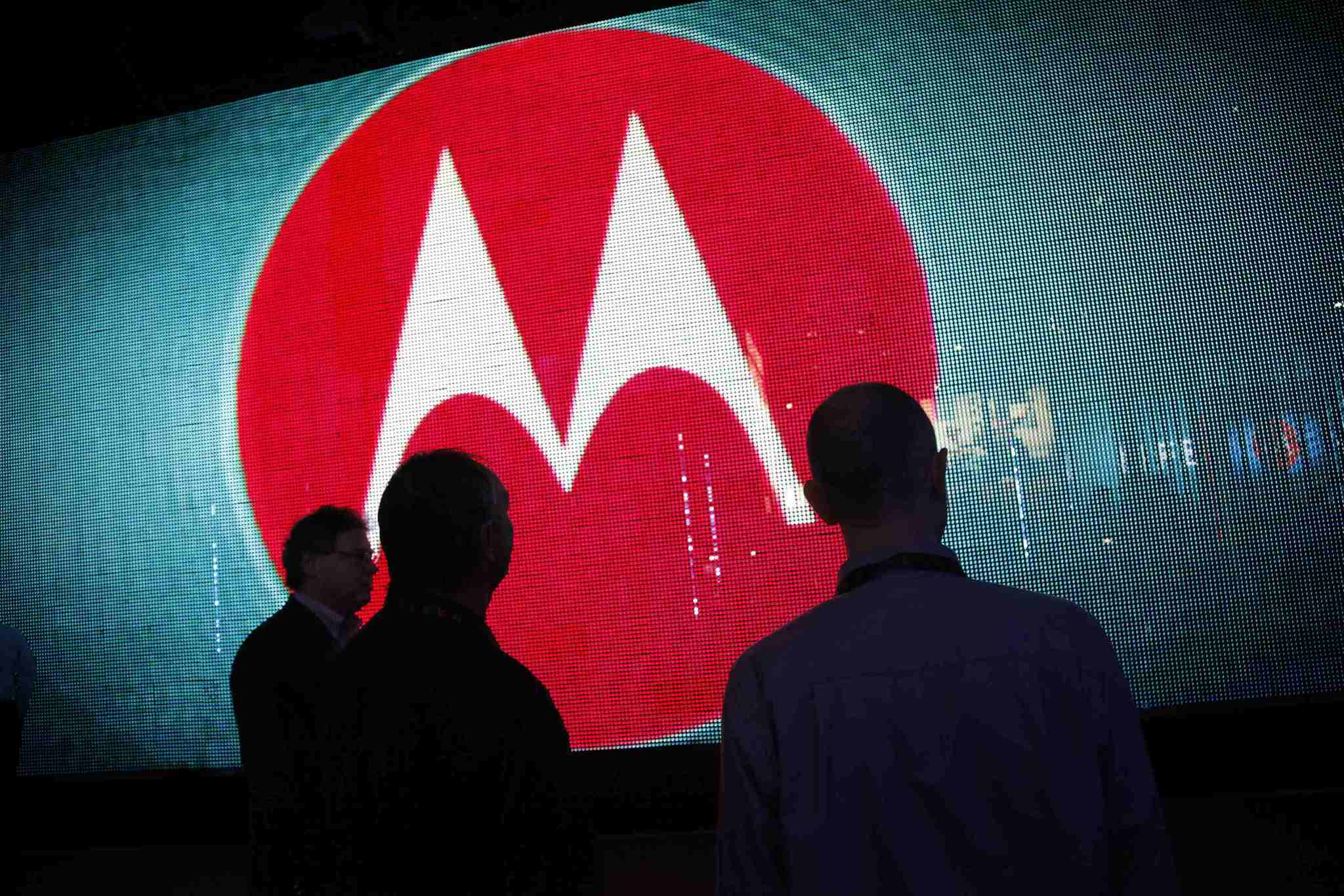 Motorola lavora alla vera ricarica wireless a distanza, funziona in modo simile al 5G