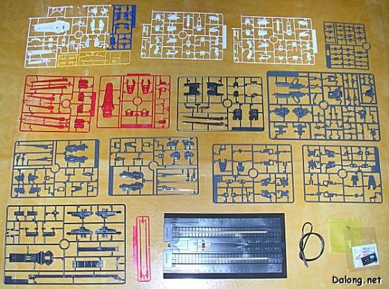 Sprue di vari colori pronte per essere tagliate e da cui si ricavano i vari pezzi del Gunpla.