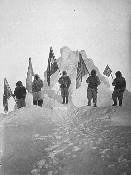 Peary e i suoi accompagnatori Inuit in quello che dichiararono essere il Polo Nord