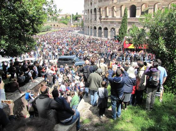 migliaia le persone presenti