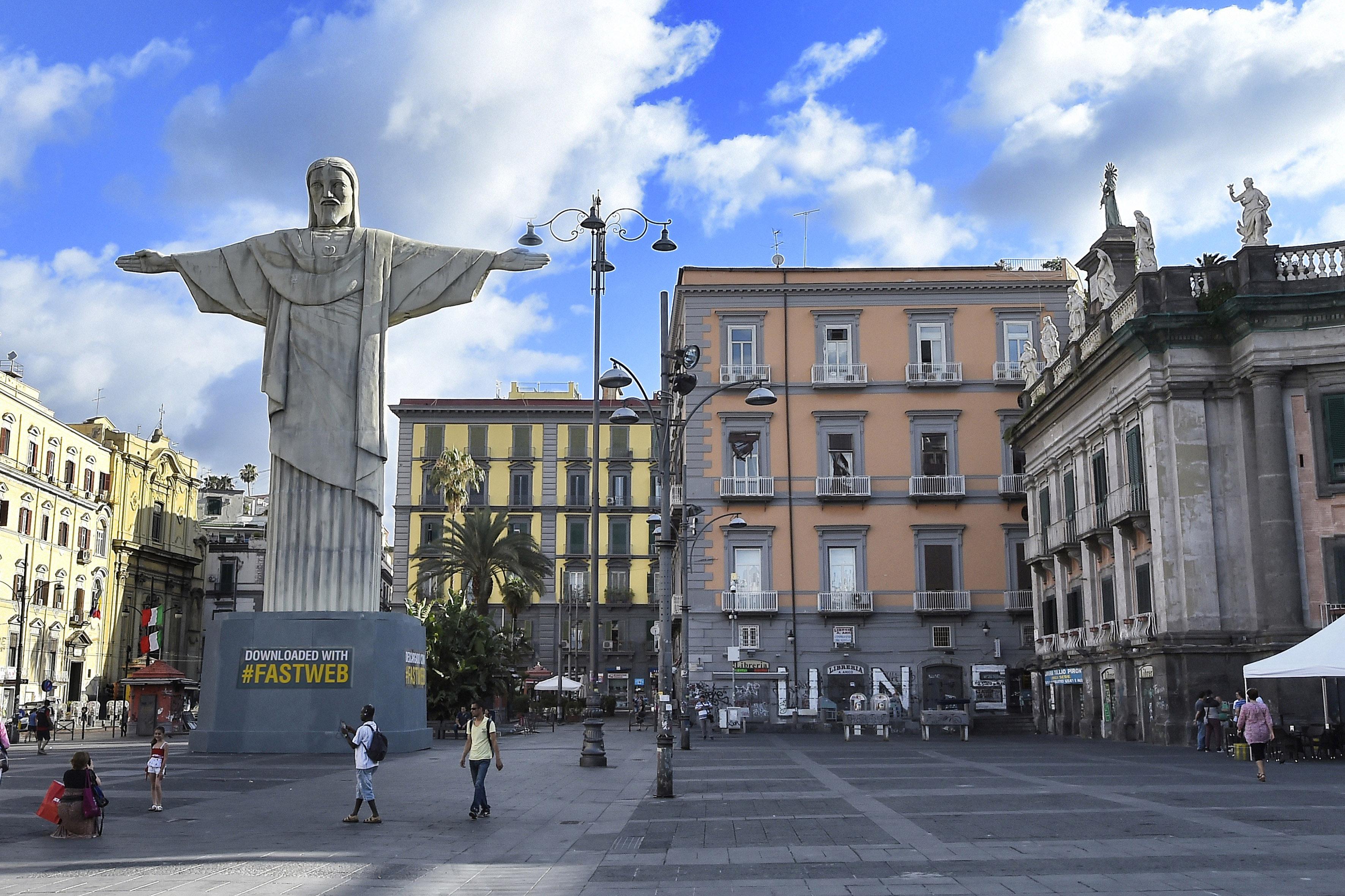 il Cristo Redentore di Rio de Janeiro arriva a Napoli