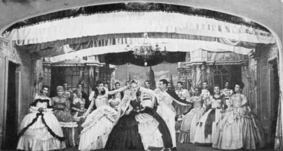 Una scena da Il conte di Lussemburgo eseguito dai prigionieri italiani a Zonderwater. Tutti i ruoli sono interpretati da uomini.