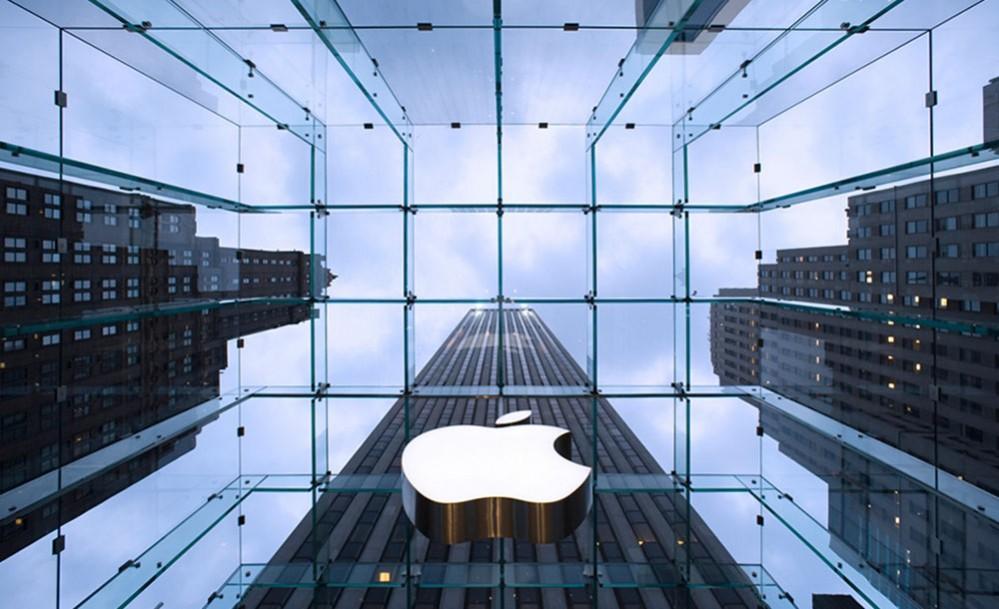 Apple inizia a sospendere Parler, app-social dell'alt-right