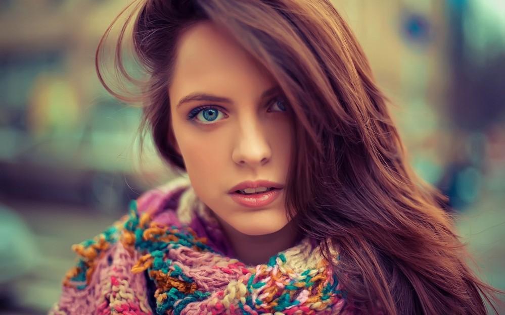 pretty-girl-beautiful-eyes-scraf-photographer-vintage-wallpaper1