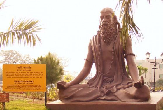 Statua moderna di Patañjali presso Yog Peeth, Haridwar