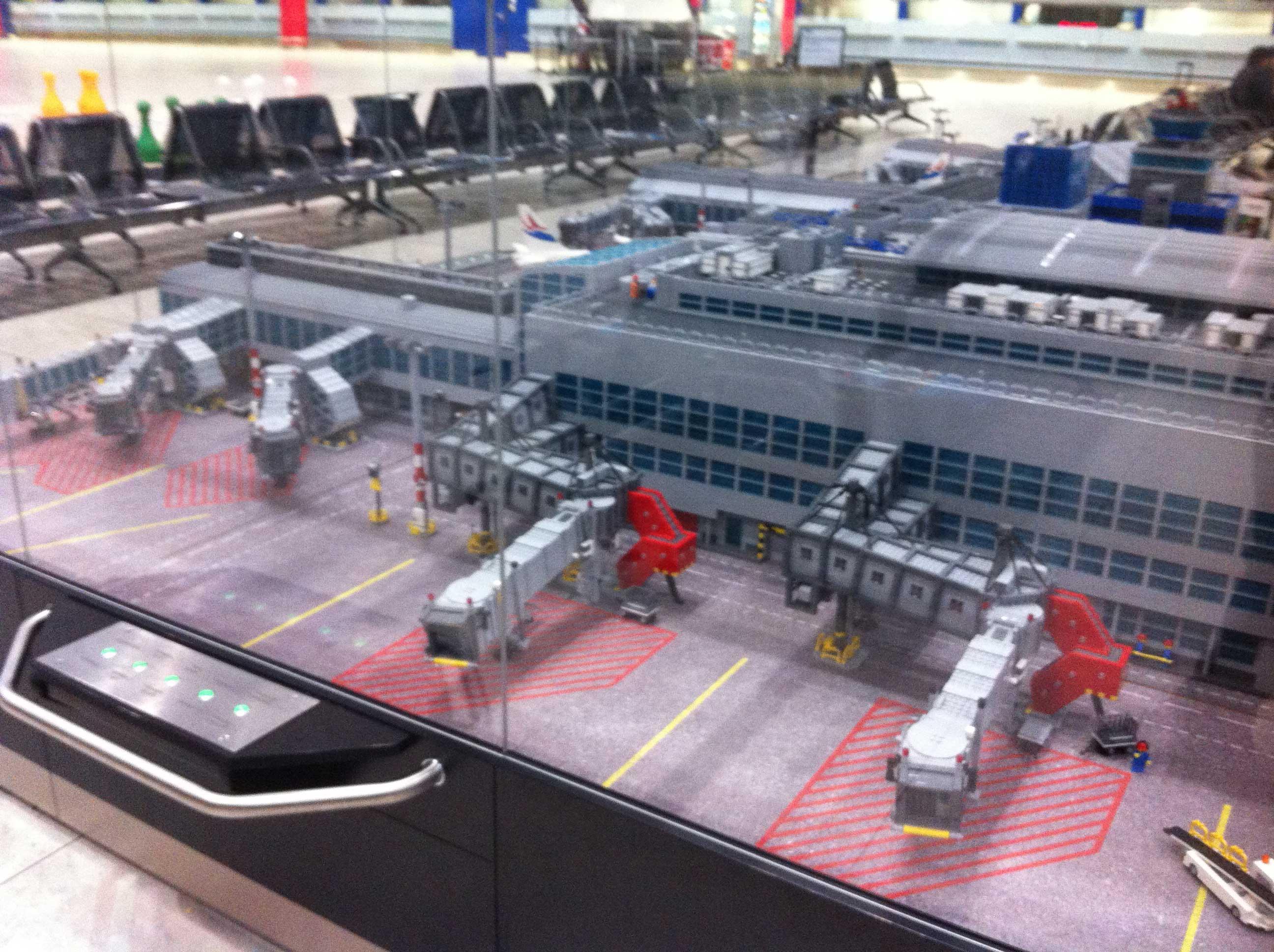 Aeroporto Lego : L aeroporto di praga in lego leganerd