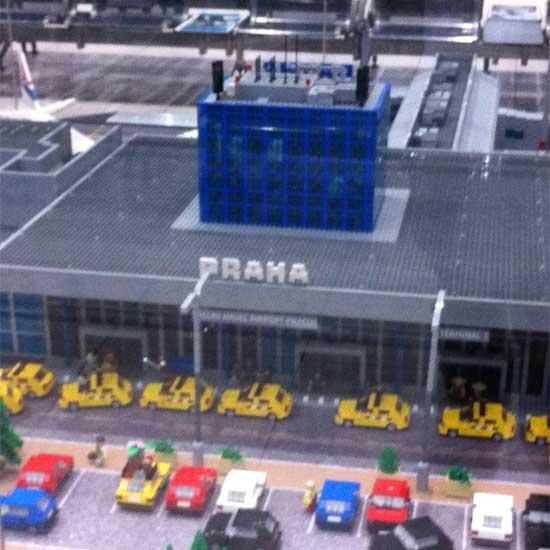 L'aeroporto di Praga in Lego