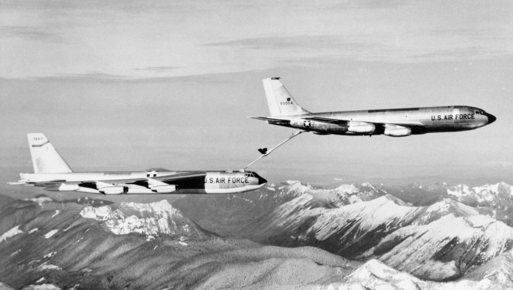 Boeing-KC-135A-BN-58-0004-Sratotanker-refuels-Boeing-B-52G-75-BW-Stratofortess-57-6471
