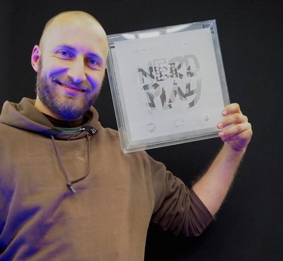"""Federico Latini è il vincitore del Nerdplay Award con il suo """"Maratonda""""."""