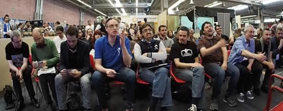 """La giuria in prima fila ascolta le presentazione e fa domande, spesso """"scomode"""" al finalista di turno."""