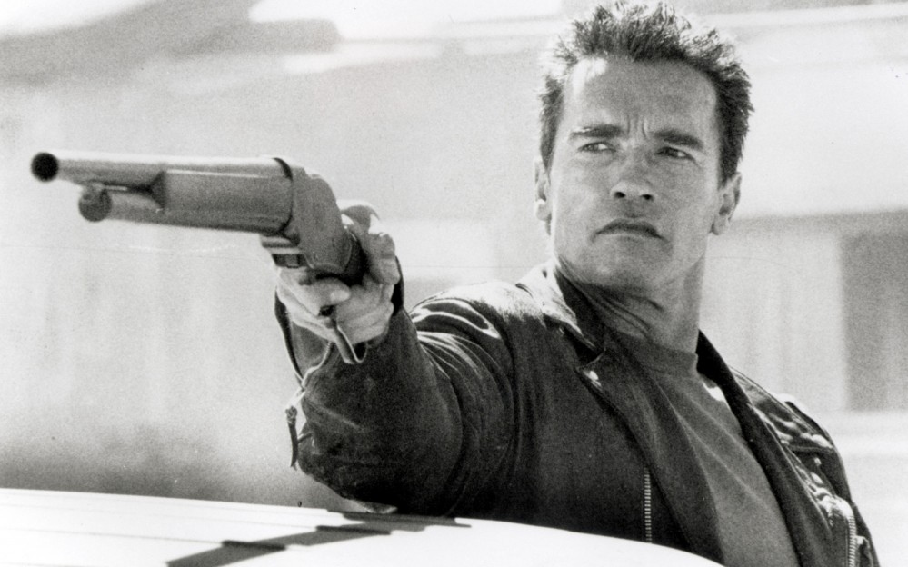 guns-Arnold-Schwarzenegger-Terminator-2-Judgement-Day-greyscale-_21472-32