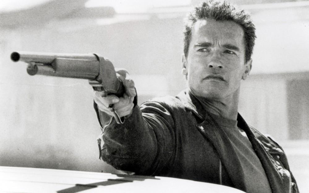 guns-Arnold-Schwarzenegger-Terminator-2-Judgement-Day-greyscale-_21472-32