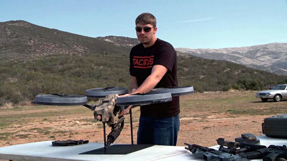 drone con mitragliatrice