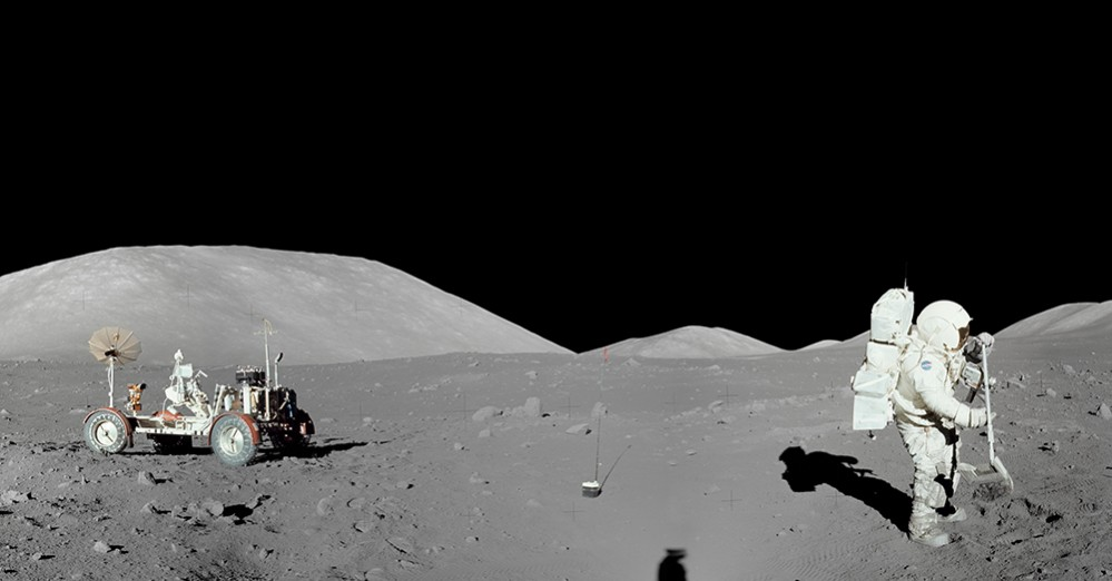 Apollo_17_Moon_Panorama