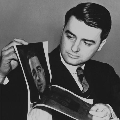 Edwin H. Land presenta al mondo la prima pellicola Istantanea Polaroid. 21 Febbraio 1947