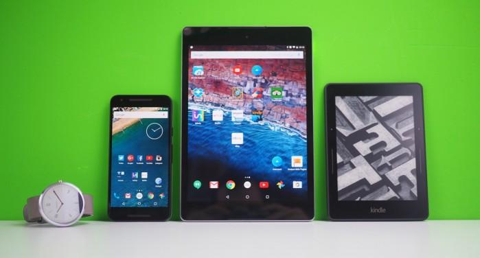"""La mia attuale """"line up"""" giornaliera: Moto 360, Nexus 5x, Nexus 9 e Kindle Voyage."""