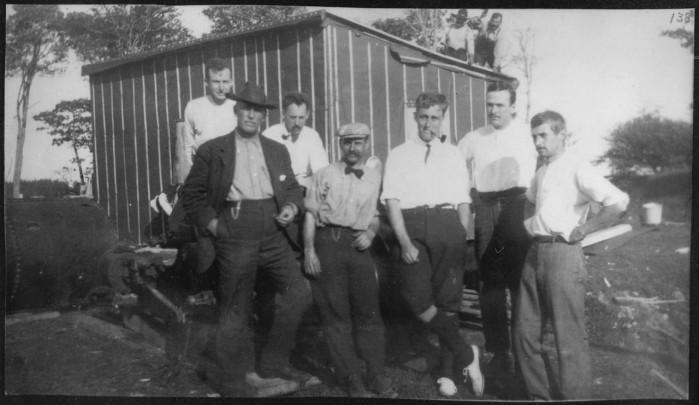 """Anche personaggi molto famosi furono travolti da questa """"febbre del tesoro"""", oltre al già citato ex motociclista americano Robert Restall (che perse la vita nel pozzo), anche il futuro presidente USA Franklin Delano Roosvelt, che si recò sull'isola nel 1908-1909 e seguì da vicino la vicenda fino all'inizio della Seconda Guerra Mondiale."""