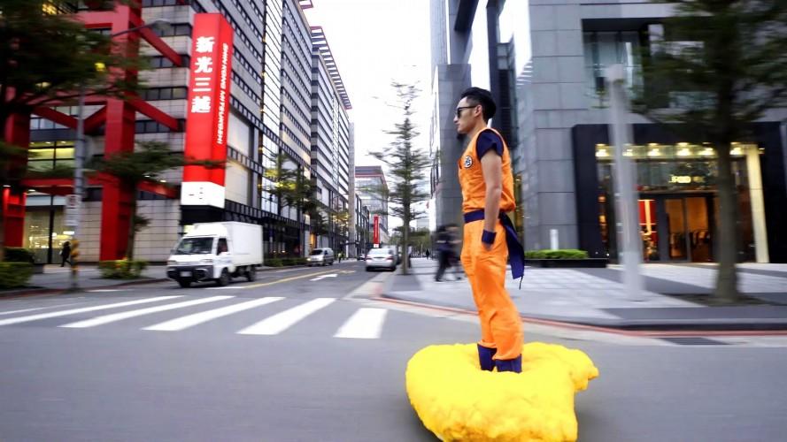 Son Goku si aggira per le vie di Taipei