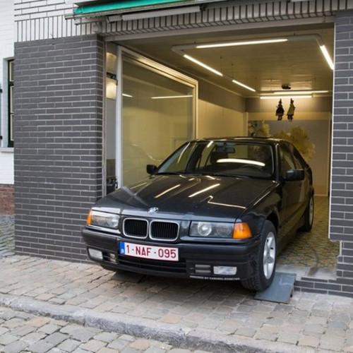 La porta segreta del garage