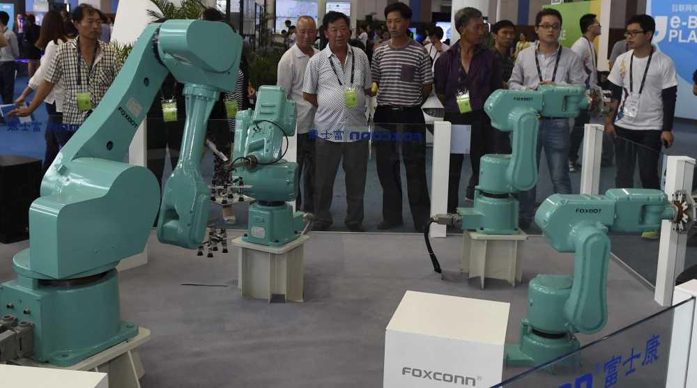 Foxconn sostituisce gli esseri umani con i robot
