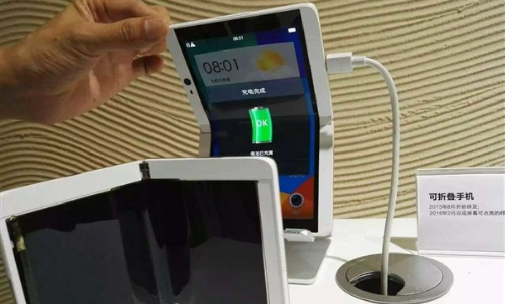 Oppo, ecco il prototipo di smartlet pieghevole
