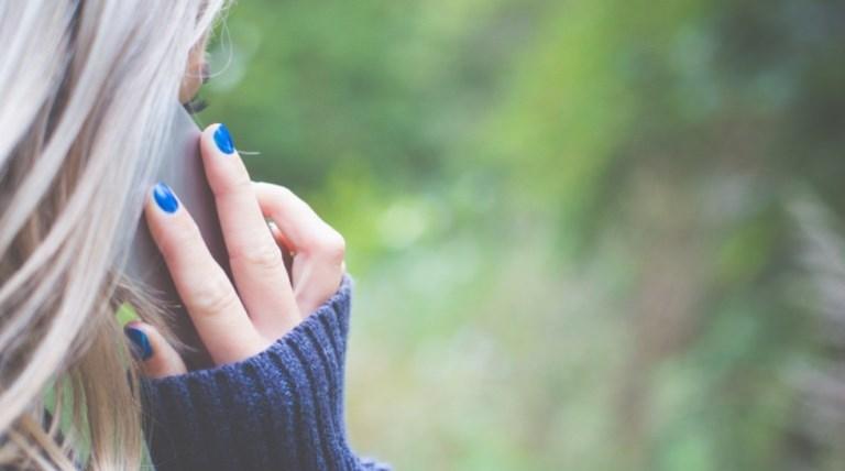 cover-ragazza-al-cellulare-770x470