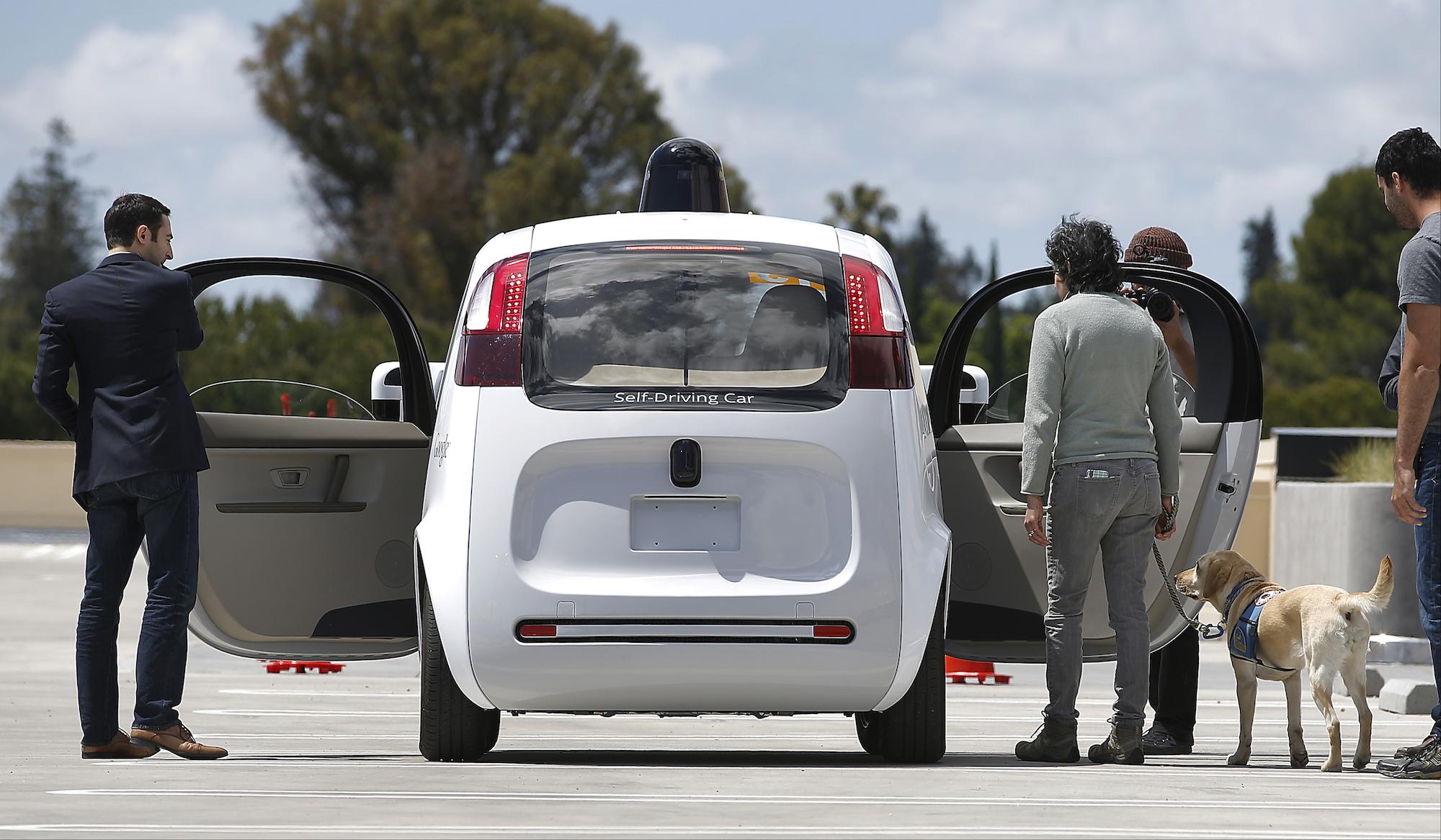 """Google è pronta a pagarti per """"non guidare"""" le sue auto"""