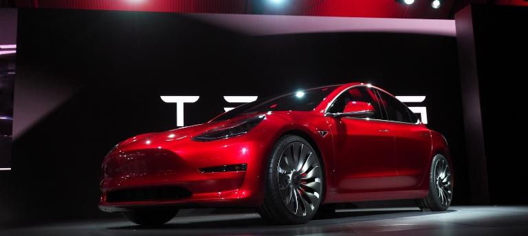 Auto elettriche usate, Tesla Model 3 in vetta alla classifica e il mercato negli USA è ai massimi