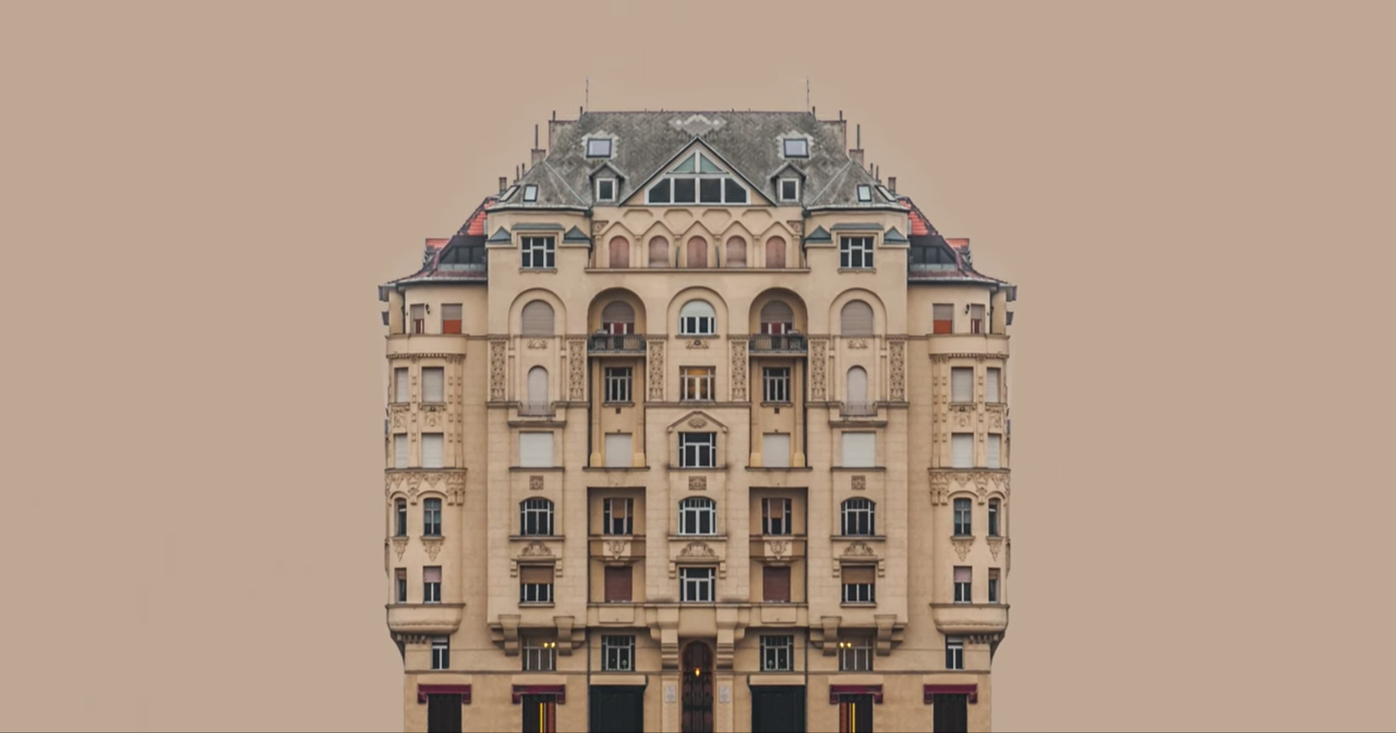 Urban Symmetry di Zsolt Hlinka