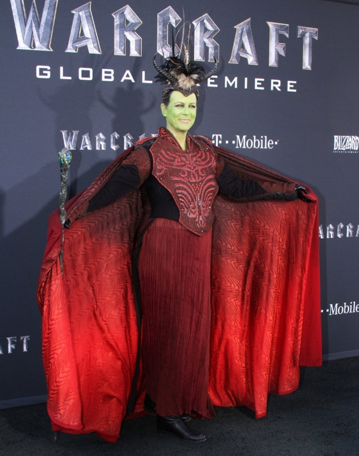 jamie-lee-curtis-premiere-warcraft-01