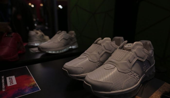 lenovo-smart-shoes-tech-world-2016-7.0