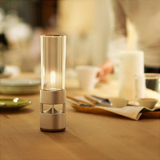 Sony Glass Sound Speaker, lampada e altoparlante in un unico oggetto