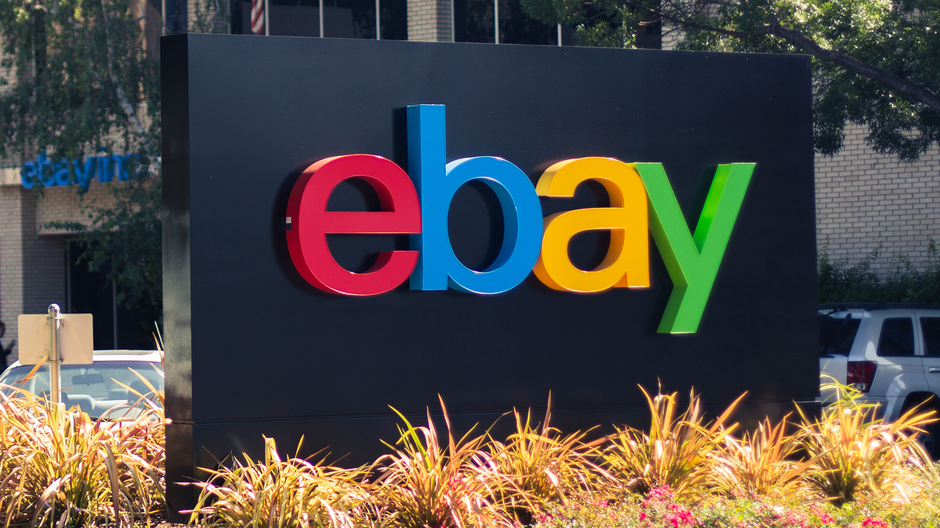 eBay potrebbe vendere i NFT ed accettare pagamenti in criptovalute