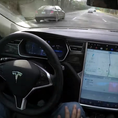 Tesla Motors, primo incidente mortale a bordo di un'automobile a guida autonoma