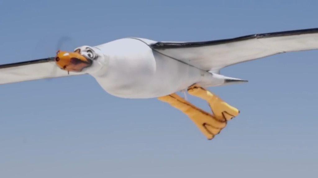 Nivea, l'imbarazzante pubblicità del gabbiano drone