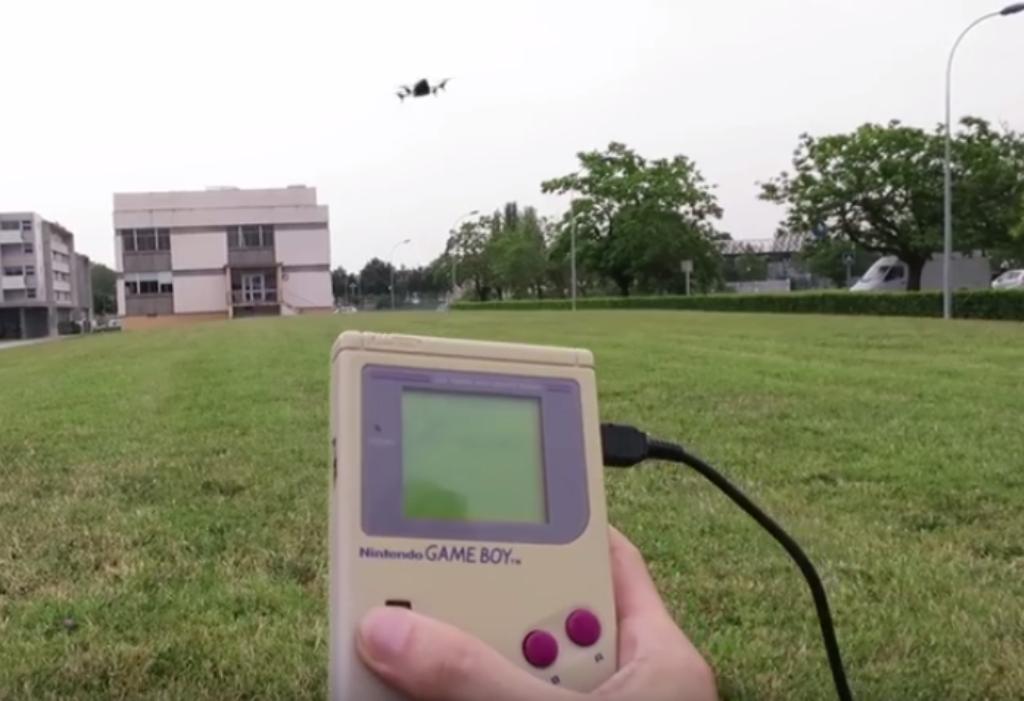 Un drone controllato tramite Game Boy? Si può fare!